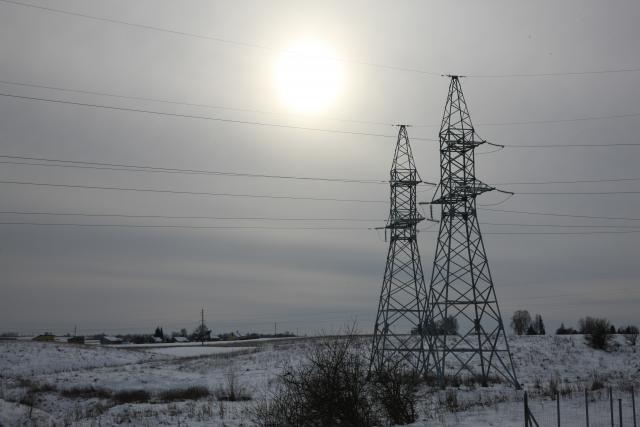 Smuktelėjusi hidroelektrinių gamyba mažino elektros pasiūlą