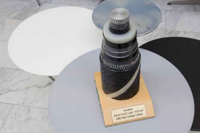 """""""NordBalt"""" kabelis sėkmingai guldomas ant Baltijos jūros dugno"""