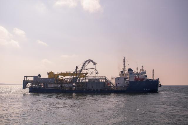 """Baltijos jūroje baigtas tiesti """"NordBalt"""" kabelis"""