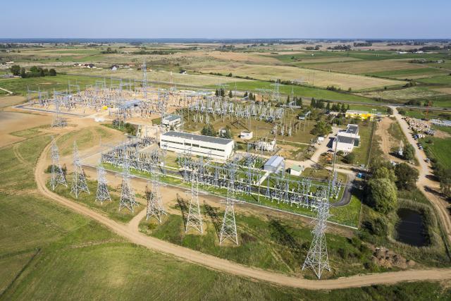 Elektros jungties su Lenkija darbai tęsiami oro linijos trasoje
