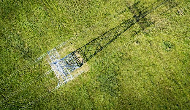 Dešimtmečiame elektros perdavimo tinklų plėtros plane – investicijos į integraciją ir saugumą