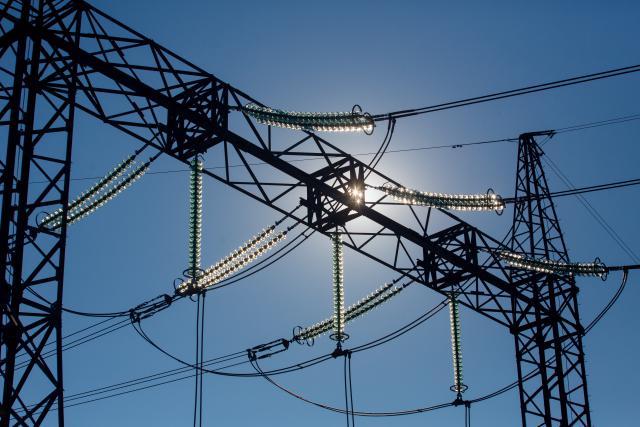"""""""NordBalt"""" ir """"LitPol Link"""" elektros kainą rinkoje sumažino 13 proc."""