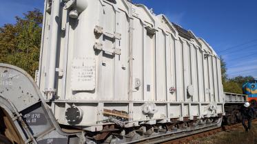 Nuo rytų į vakarus: iš Ignalinos atominės elektrinės transformatorių pastotės išgabentas ypatingas įrenginys