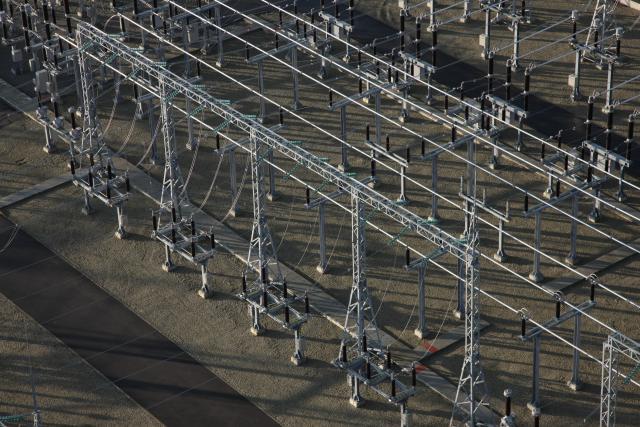 Į elektros tinklą įjungiamos atnaujintos didžiosios šalies pastotės